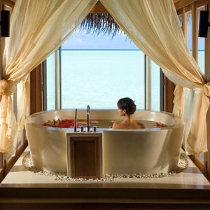 Anantara Dihug Resort Maldives bathroom view