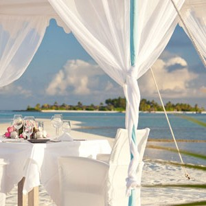 Anantara Dihug Resort Maldives beach dining