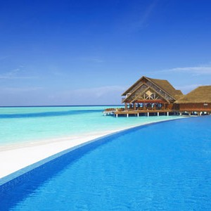 Anantara Dihug Resort Maldives infinity pool