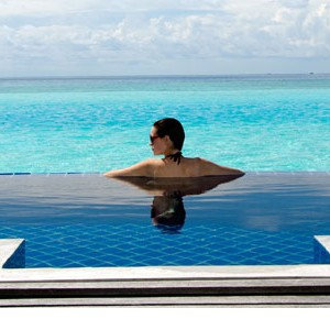 Anantara Dihug Resort Maldives infinity pool villa