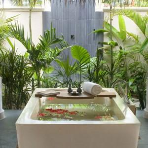 Anantara Dihug Resort Maldives outside bathroom