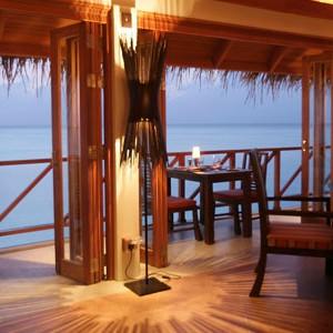 Anantara Dihug Resort Maldives overwater bar