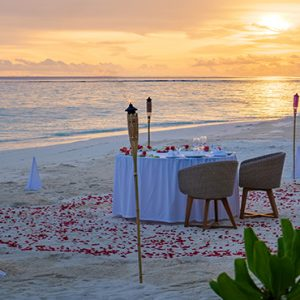 Maldives Honeymoon Packages Baglioni Maldives Resorts Candlelit Dinner On Beach