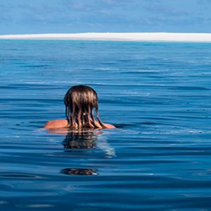 Maldives Honeymoon Packages Baglioni Maldives Resorts Women In Sea