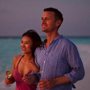 Maldives Honeymoon Packages Banyan Tree Vabbinfaru Couple