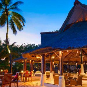Maldives Honeymoon Packages Banyan Tree Vabbinfaru Dining Exterior