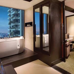 Thailand Honeymoon Packages Banyan Tree Bangkok Oasis Retreat Bathroom