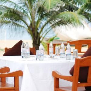 jetwing beach sri lanka dinner on the beach turquoise ocean