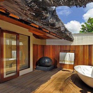 Constance Lemuria - Luxury Seychelles Honeymoon Packages - Presidential villa outdoor bathtub