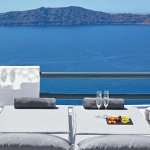 2 SUN ROCKS SUITE WITH PRIVATE POOL - sun Rocks Hotel Santorini - luxury santorini honeymoon packages