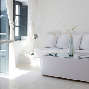 2 SUPERIOR SUITES WITH OPEN AIR JETTED TUB - sun Rocks Hotel Santorini - luxury santorini honeymoon packages