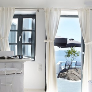 2 SUPERIOR SUITES WITH OPEN AIR JETTED TUB - sun Rocks Hotel Santorini - luxury santorini honeymoon packages