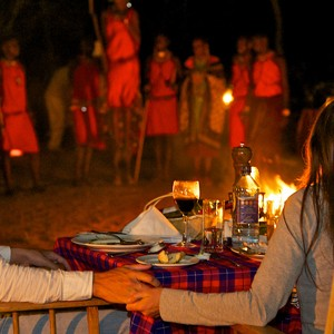 Mara-Intrepids-traditional-dinner-in-the-reserve