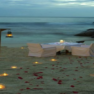 Banyan Tree Seychelles - Luxury Seychelles Honeymoon Packages - Private dining on the beach