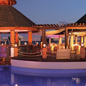 Luxury Honeymoon Packages - Secrets Wild Orchid Montego Bay - - pool bar