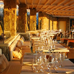 Bill & Coo Suites and Lounge Mykonos - Greece Honeymoon - gastronomy bar