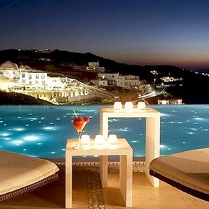 Bill & Coo Suites and Lounge Mykonos - Greece Honeymoon - lounge bar