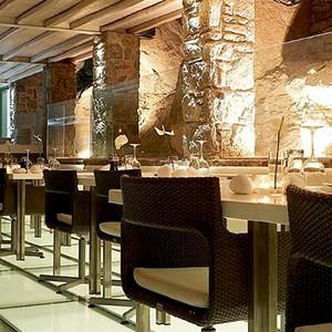 Bill & Coo Suites and Lounge Mykonos - Greece Honeymoon - lounge bar indoor