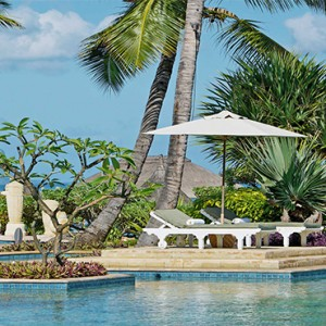 La Pirogue Resort and Spa - Luxury Mauritius Honeymoon Packages - Beach and pool deck
