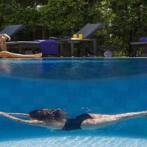 Marina Mandarin - Luxury Singapore Honeymoon Packages - Couple by pool