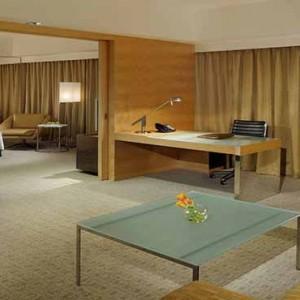 Marina Mandarin - Luxury Singapore Honeymoon Packages - Marina Bay Suite living area