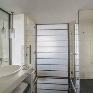 Marina Mandarin - Luxury Singapore Honeymoon Packages - Marina suite bathroom