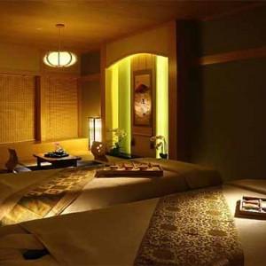 Marina Mandarin - Luxury Singapore Honeymoon Packages - Spa treatment room