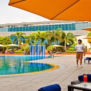 Marina Mandarin - Luxury Singapore Honeymoon Packages - pool day