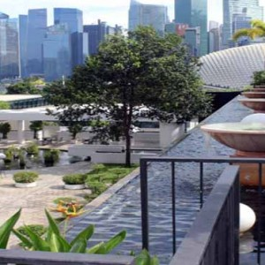 Marina Mandarin - Luxury Singapore Honeymoon Packages - rooftop garden