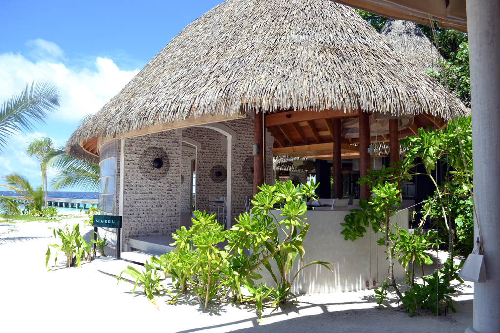 Restaurant-Kandolhu-Island