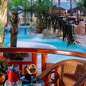 Four Seasons Limassol - Luxury holidays cyprus - pool bar