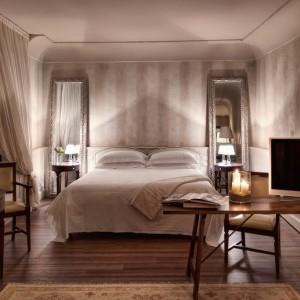 Palazzo Victoria - Italy honeymoon packages - bedroom