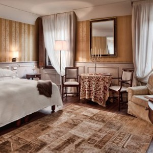 Palazzo Victoria - Italy honeymoon packages - room