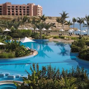 Shangri-La Barr Al Jissah - pool view