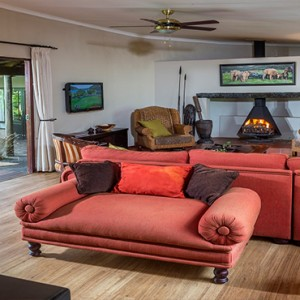 Kariega Game Reserve - Luxury South Africa Honeymoon Packages - The Homestead living area2