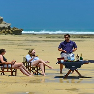 Kariega Game Reserve - Luxury South Africa Honeymoon Packages - picnic on beach