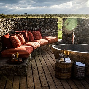Segera Retreat - Kenya safari honeymoon - jacuzzi