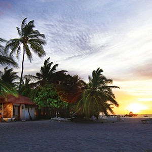 Maldives honeymoon packages - Diamonds Thudufushi - beach