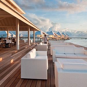 Maldives honeymoon packages - Diamonds Thudufushi - terrace