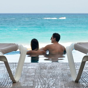 sun palace - mexico honeymoonpackages - couple 2