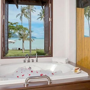 The Vijitt - Luxury Thailand Honeymoon Packages - Deluxe villa bathroom sea view