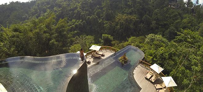 Bali - Ubud hanging gardens - Pool woman