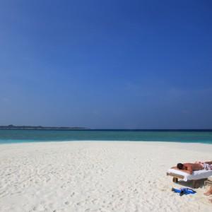 Soneva-Fushi-Sunbathing