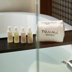 Naumi Hotel - singapore Honeymoons - Bathtub