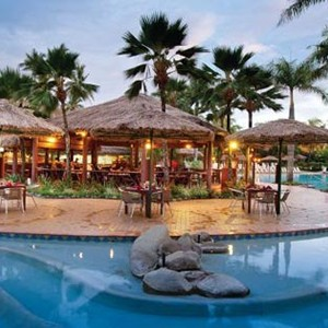 Outrigger-Fiji-Beach-Resort-Pool-And-Bar