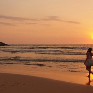 saman villas - sri lanka luxury honeymoons - beach couple