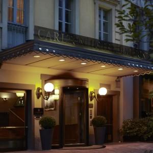Carlton_Hotel_Baglioni_entrance