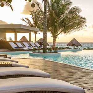 Le Reve Hotel and spa - Mexico Luxury Honeymoons - loungers