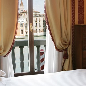 Palazzo Sant Angelo - Luxury Italy Holidays - bed Views