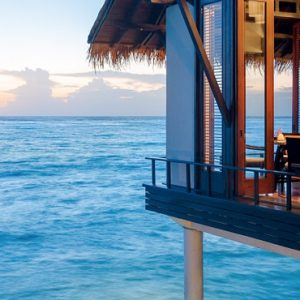Luxury Maldives honeymoon Packages One And Only Reethi Rah Maldives Dining 4